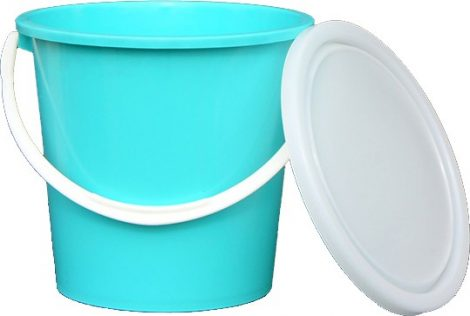 Bucket with plastic handle 15 liters