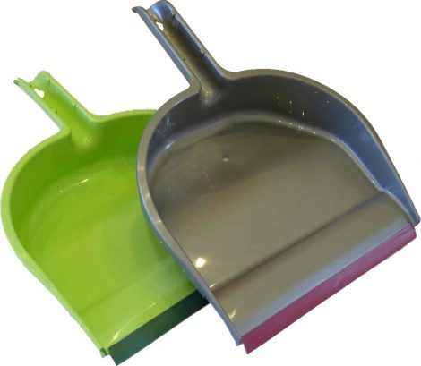 Dust pan with rubber edge