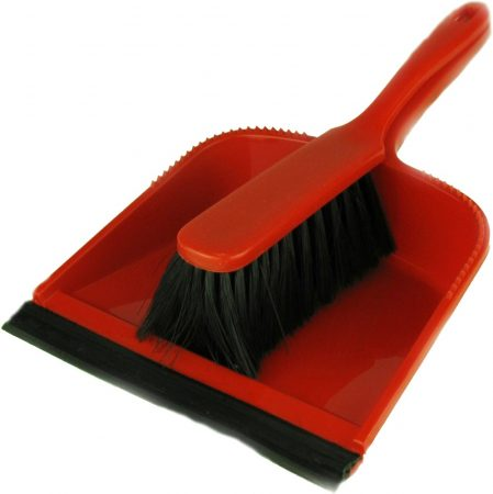 Dust pan garniture with rubber edge